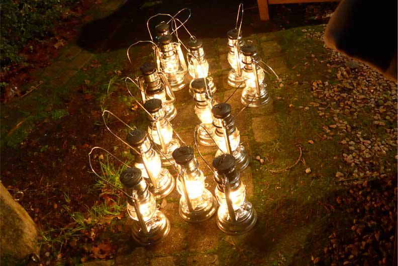 natürlich - einfach - echt lautete auch das Motto der Weihnachtsreise: unsere Gäste machten sich mit diesen Lampen auf den Weg durch den Ellernhofwald